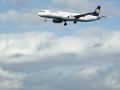 Flughafen-Autobahn-Flieger
